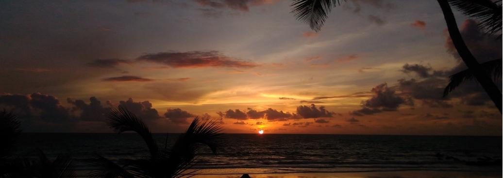 Lever du soleil sur la plage de Tambaba
